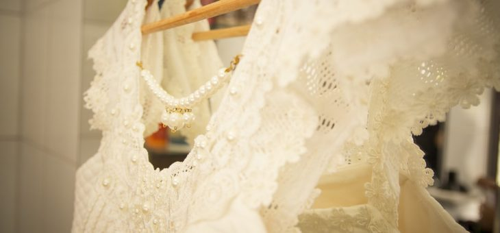 Scegliere l'abito più adatto per un matrimonio (per lei)